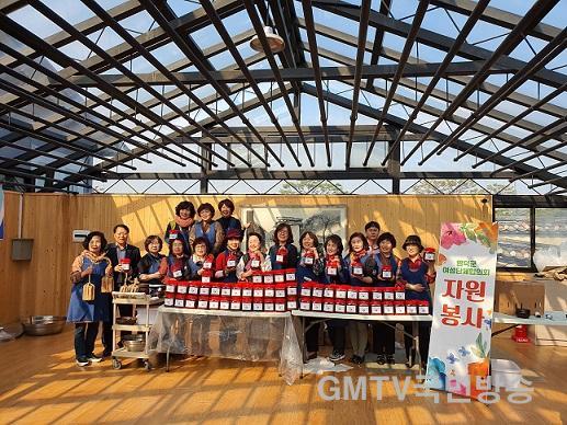 사진자료1(2019.11.7.)영덕군여성단체협의회, 사랑의 고추장 담그기 봉사 단체 기념.jpg