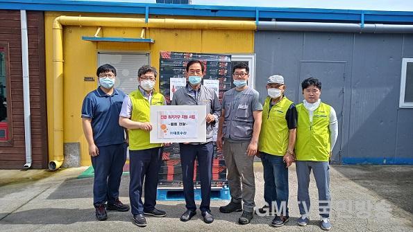 사진자료5(2020.7.31)대호수산이 수해를 입은 가구에 대게세트를 기부했다1.jpg