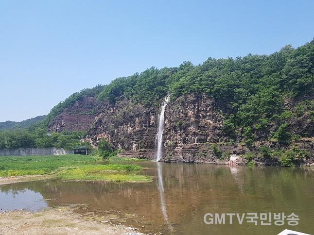 0429-2_낙동강_음악분수·암산경관폭포_가동-암산경관폭포.jpg